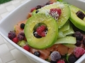 Salade saumon, avocat, fruits rouges